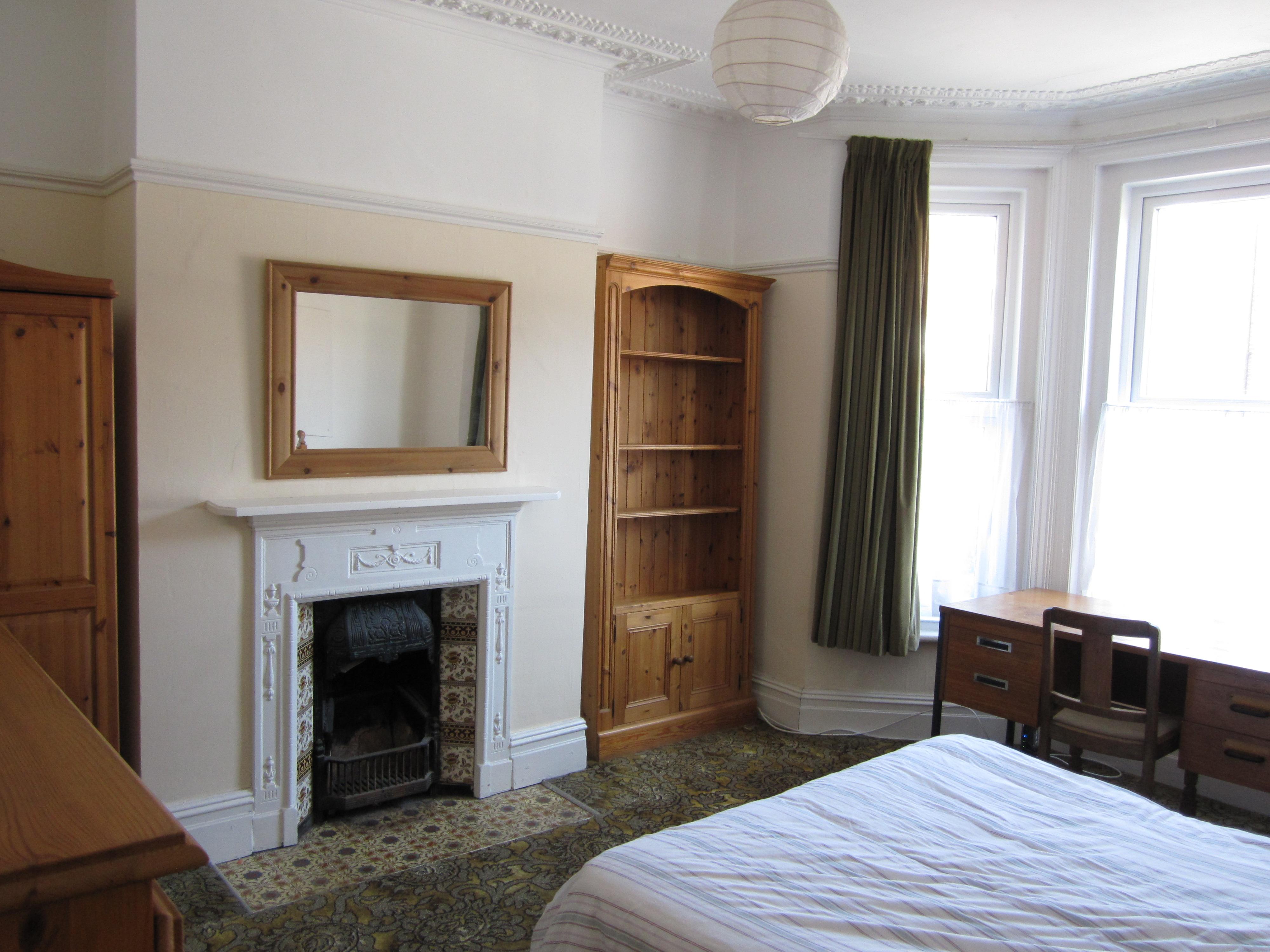 Shakespeare-bedroom1