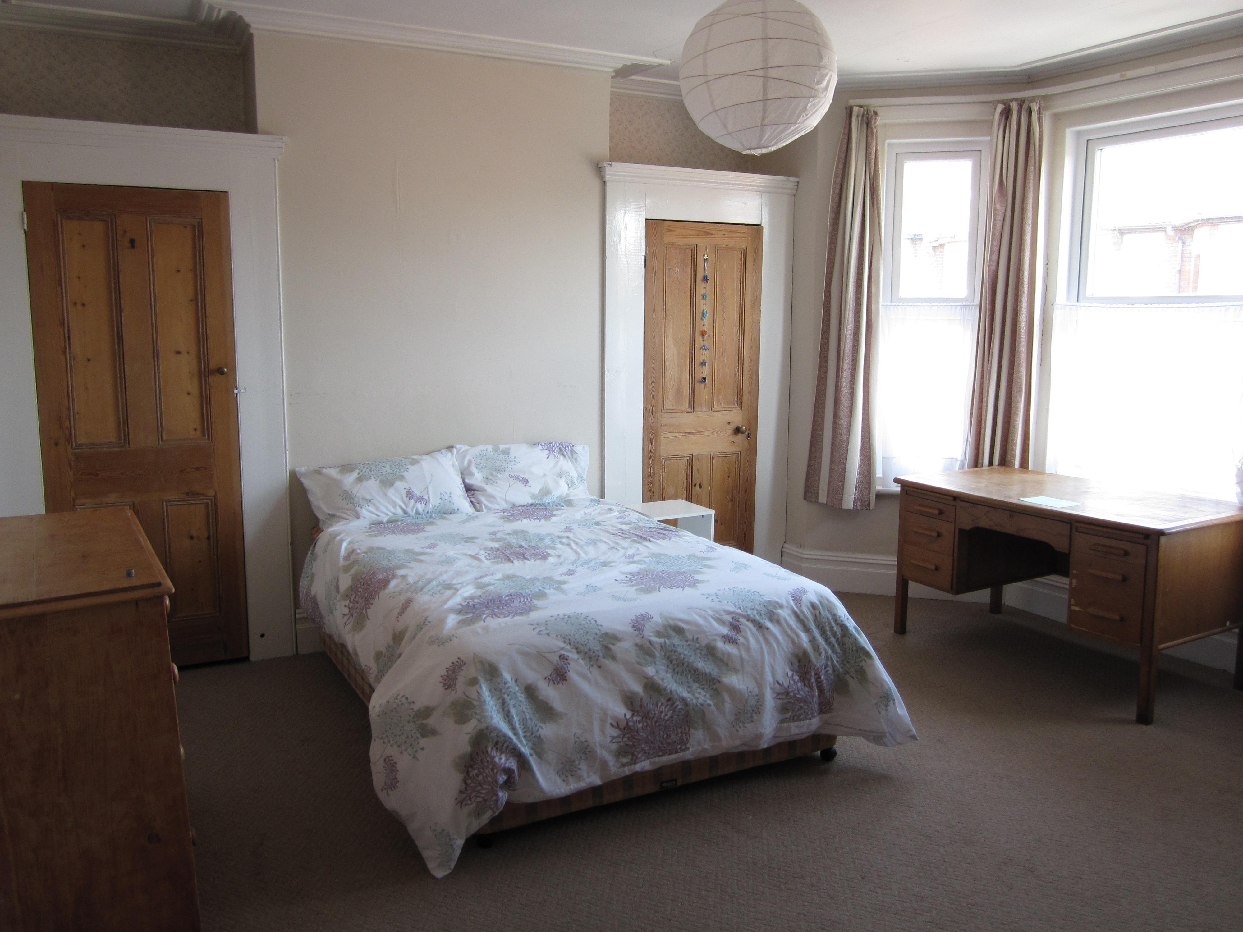 Shakespeare-bedroom2
